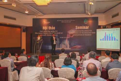 Chuyên gia Koji Tsurumoto trình bày tại hội thảo